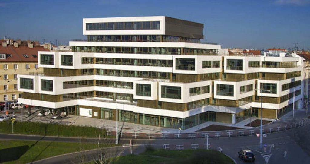 Kancelářská budova Qubix 4 v Praze získala v listopadu 2012 certifikát LEED Platinum for Core and Shell (2009)