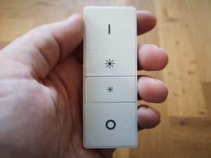 Vypínač Hue Switch v ruce