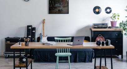 Zaujalo: Pracovní stůl Jobs od Wuders