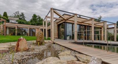 Rodinný dům s vodním biotopem v Mníšku pod Brdy