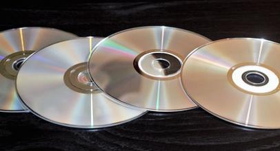 Hledáte nový smysl bytí pro starý stojan na CD a DVD? Načerpejte nápady